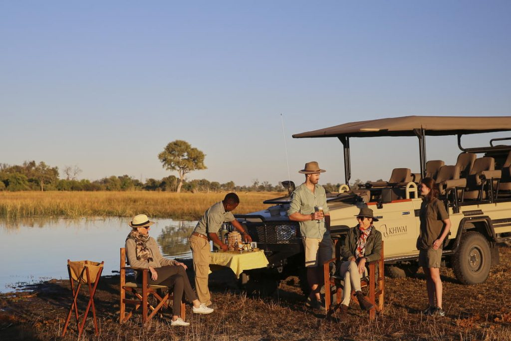 Stop for a leisurely early morning tea break during a sunsrise game drive | Tuludi | Khwai, Botswana